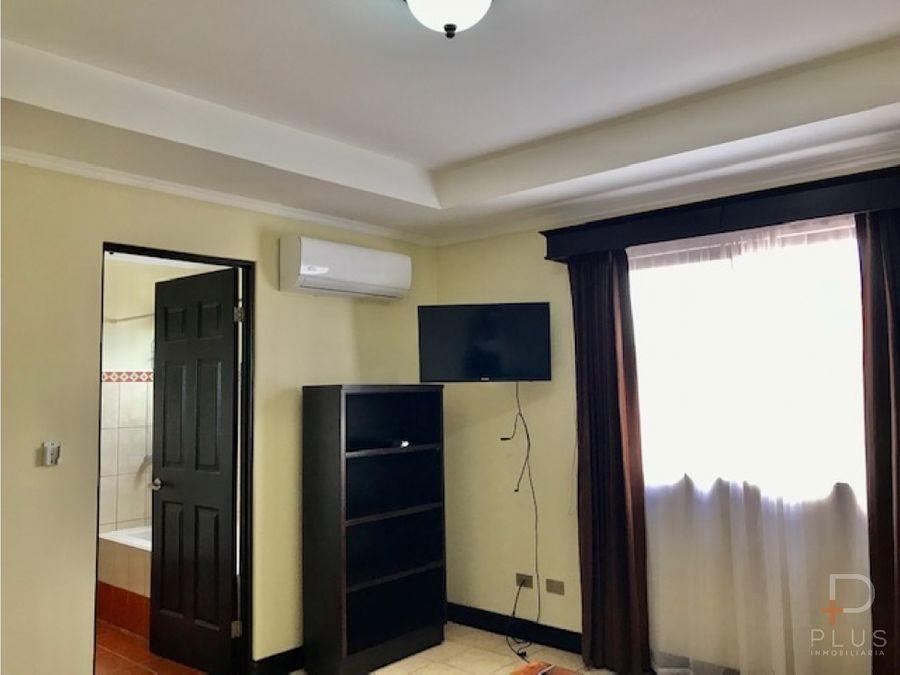 casa semiamueblada en alquiler en santa ana condominio am229