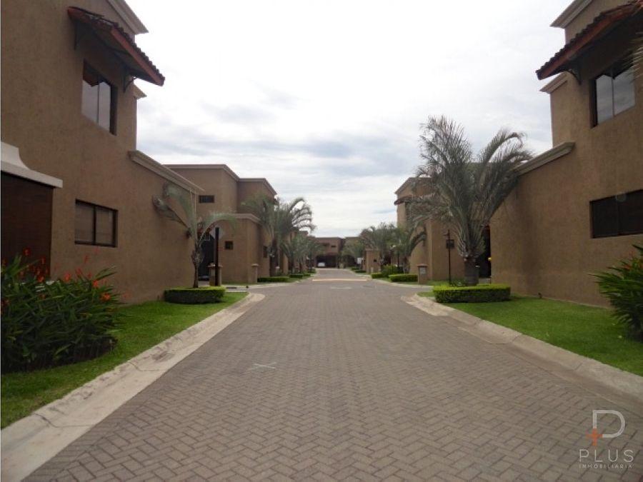 casa alquiler en santa ana con patio rc 104