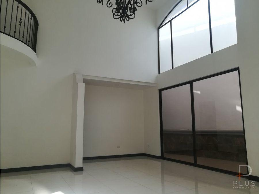 amplia casa moderna en guayabos de curridabat as07