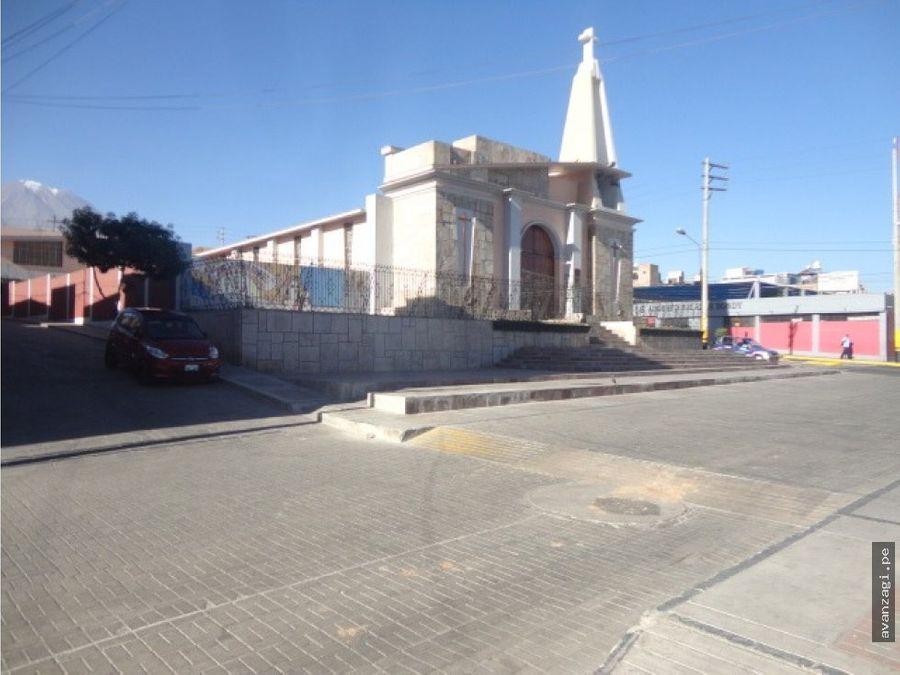 excelente local frente iglesia de chapi chico