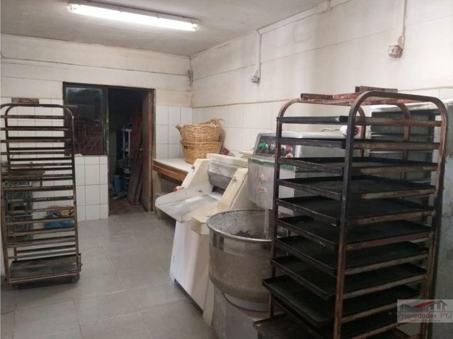 se vende panaderia a puertas cerradas