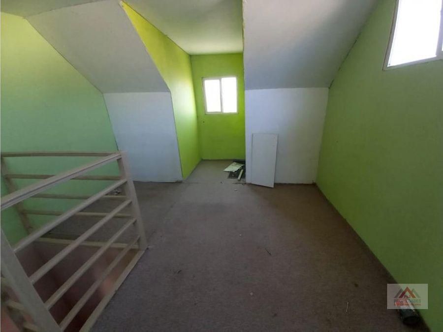 gran oportunidad casa 3 pisos en la cruz