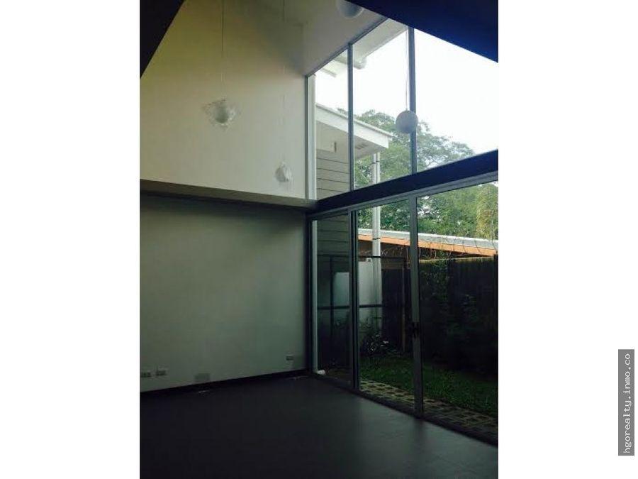 casa contemporanea en ciudad colon