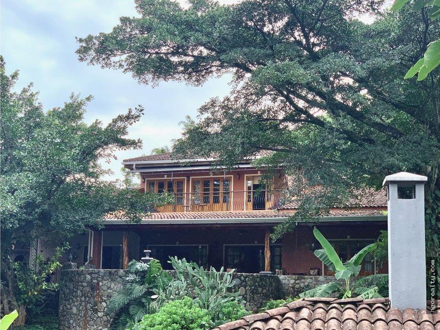 hermosa casa rodeada de naturaleza