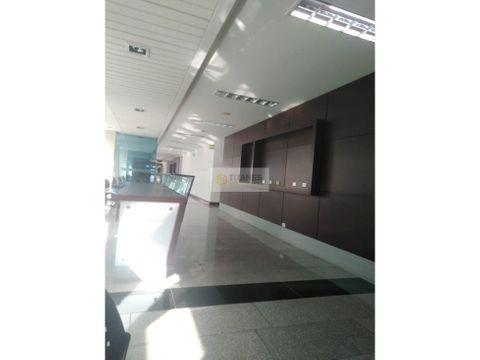 se vende consultorio en edificio de colores jtd