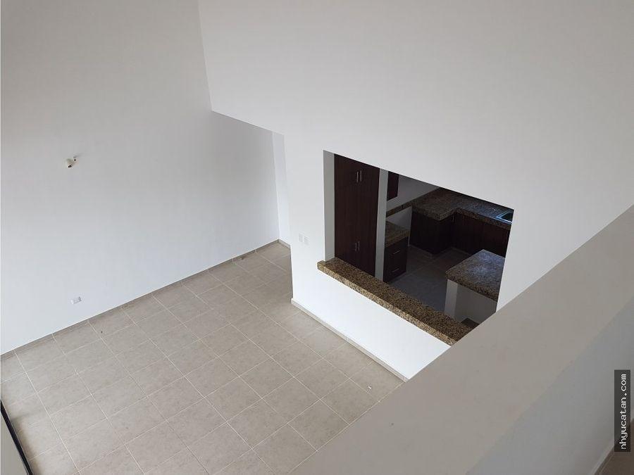 casa con doble altura y balcon a solo 15 min de altabrisa