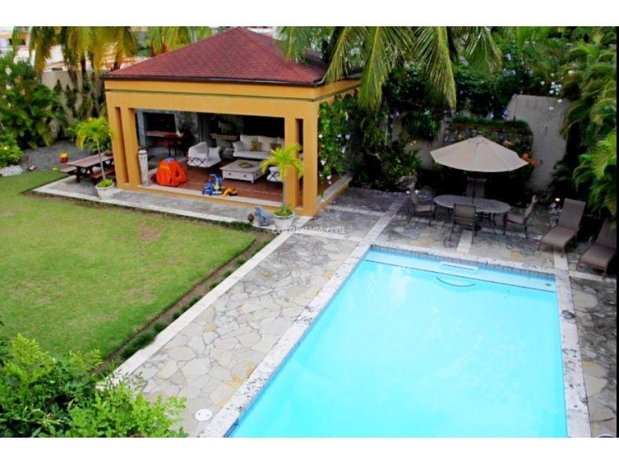 casa en venta en arroyo hondo con piscina
