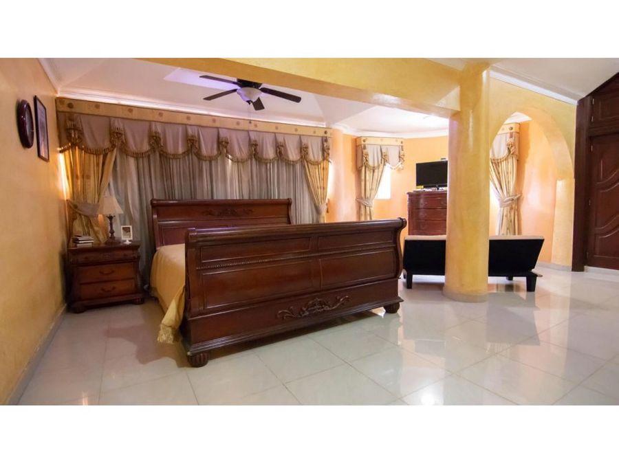 casa en venta en cuesta hermosa santo domingo