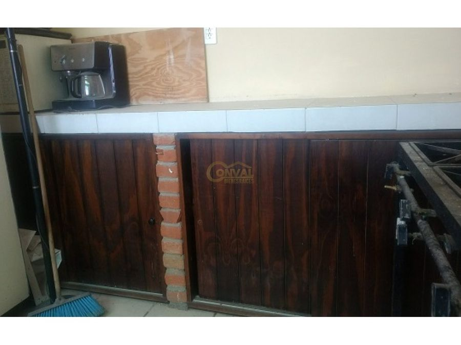 venta de casa con salon y local comercial