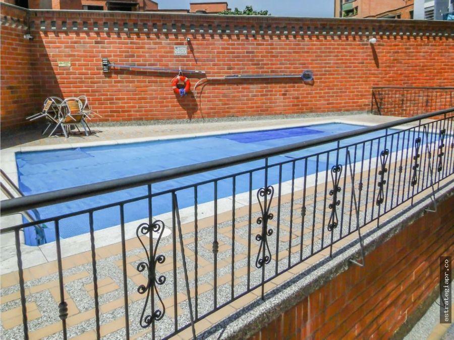 venta de apartamento en unidad con piscina en laureles