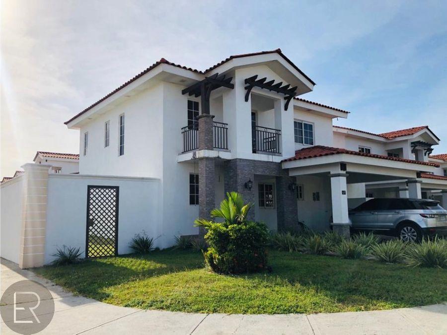 casa con linea blanca en versalles kpa 240120