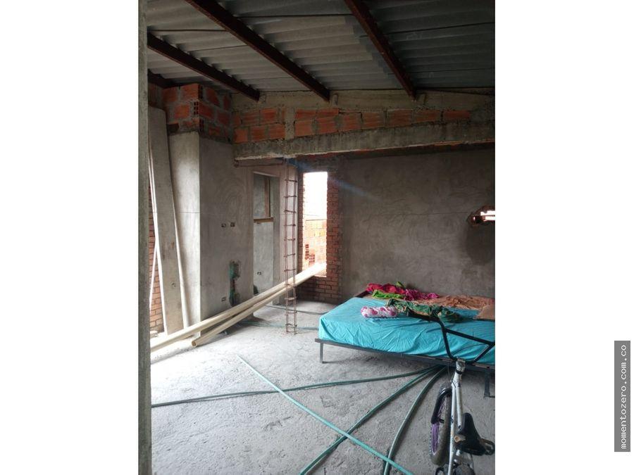 casa campestre en obra gris