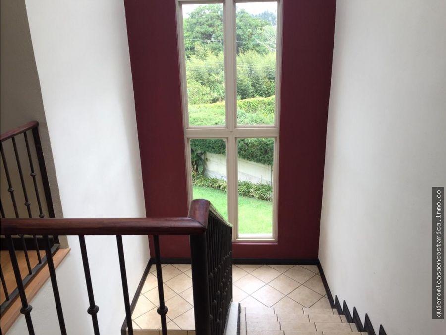 hermosa casa rebajada en residencial ecobromelias moravia