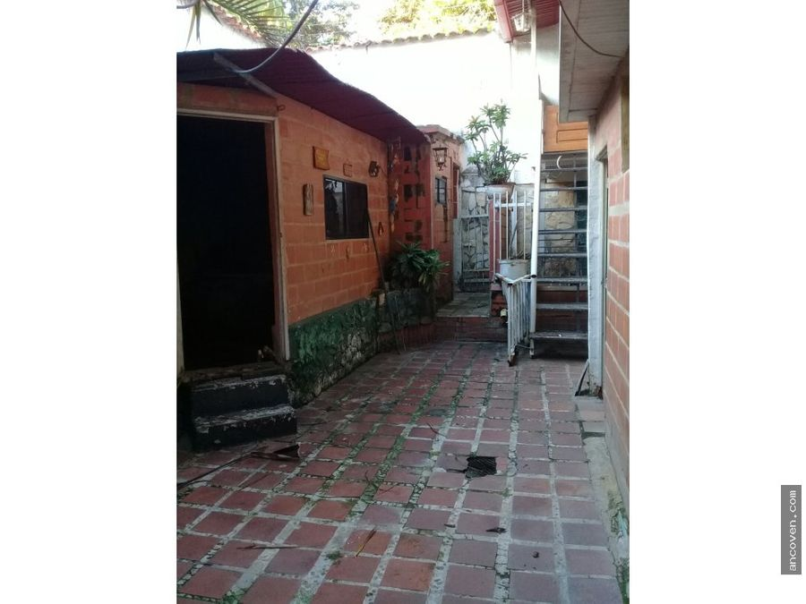 ancoven master vende casa comercial en av cedeno centro de valencia