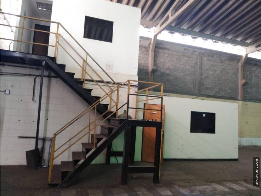 ancoven premium vende conjunto privado de 3 galpones en guacara