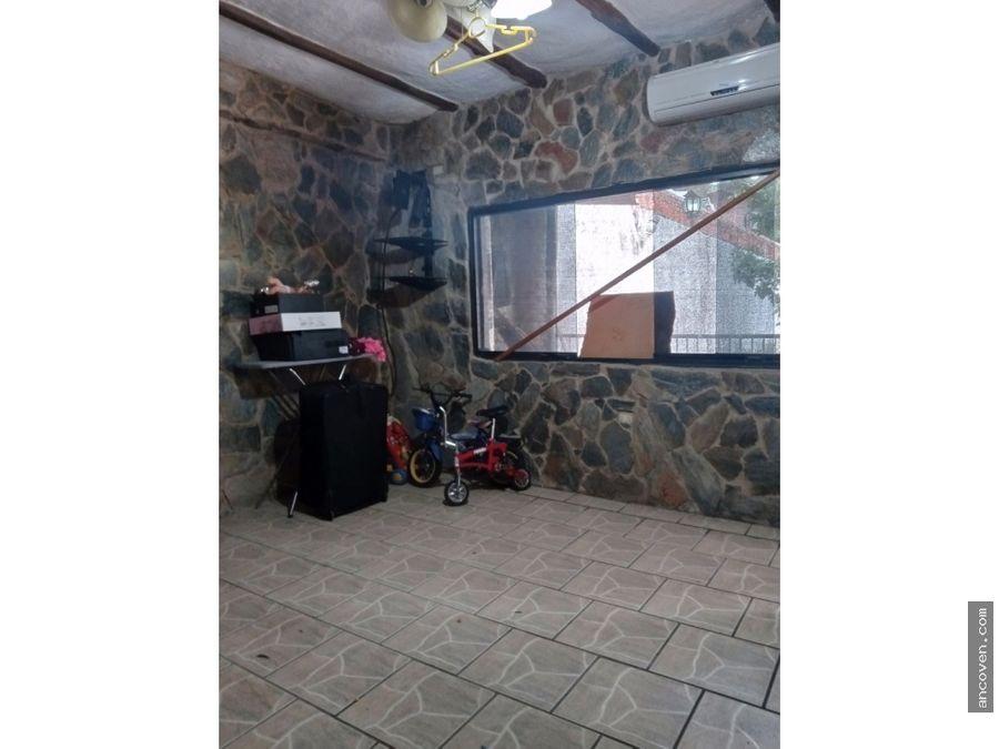 en venta casa en urb el solar guataparo