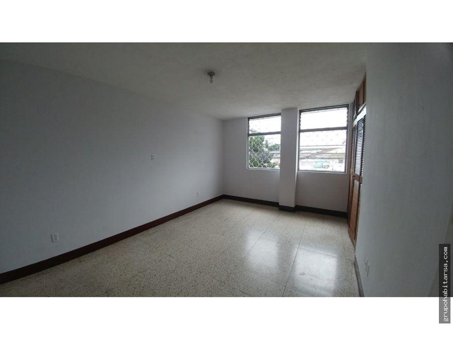 zona 9 alquilo apartamento amplio e iluminado en un segundo nivel