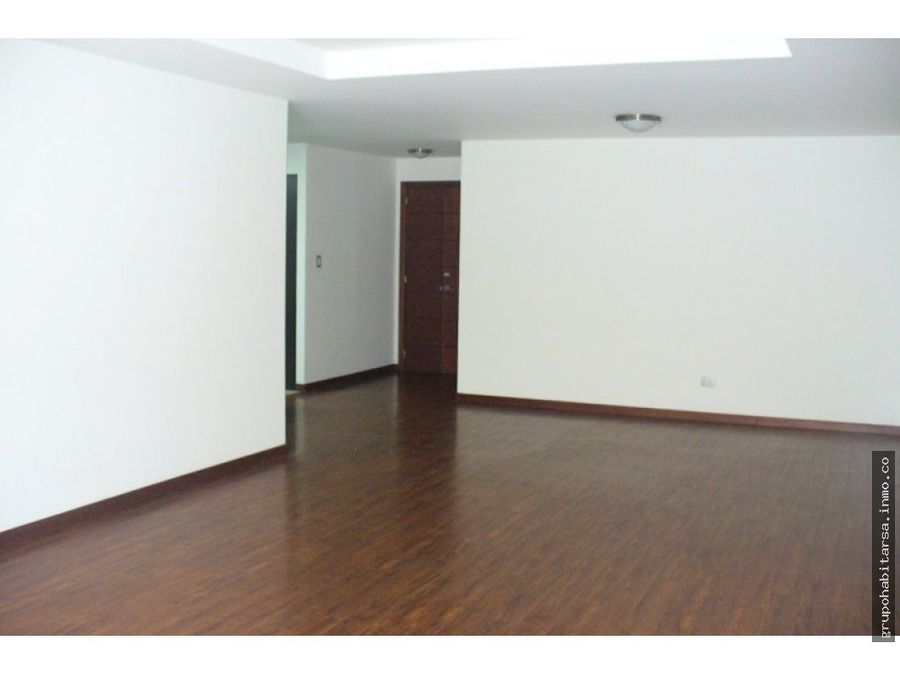 alquilo apartamento zona 10 nivel bajo