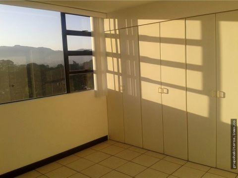 alquilo apartamento zona 14 en el area de europlaza