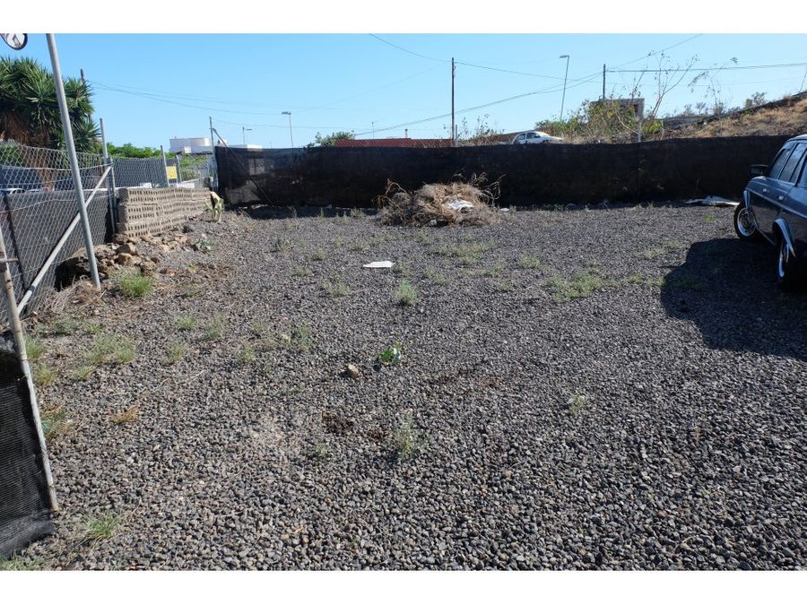 se vende terreno con taller y parking