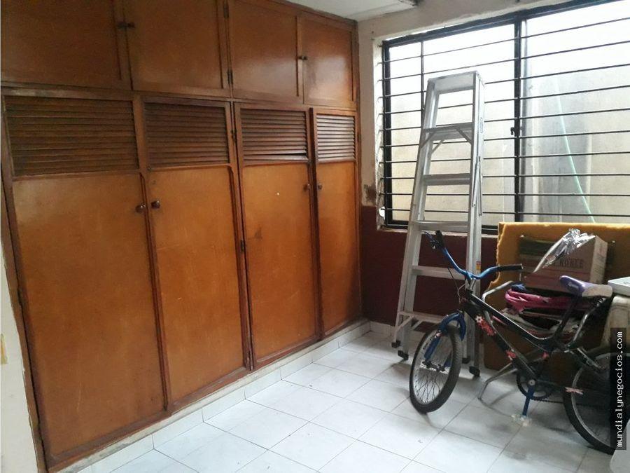 se vende casa grande de esquina con 3 apartamentos 010