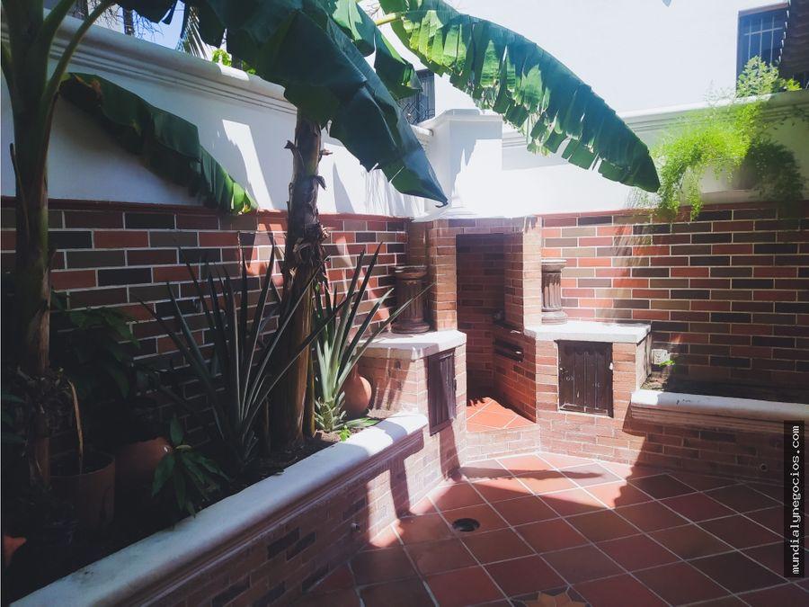 hermosa y amplia casa en venta en sector de santa monica
