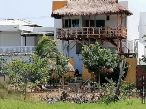 moderna casa lujosos acabados y kiosko frente al mar