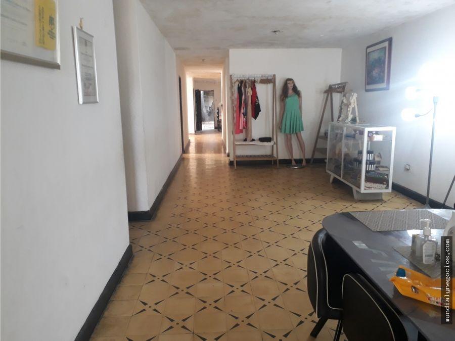 se vende casa grande ideal para negocio o entidad de salud 010