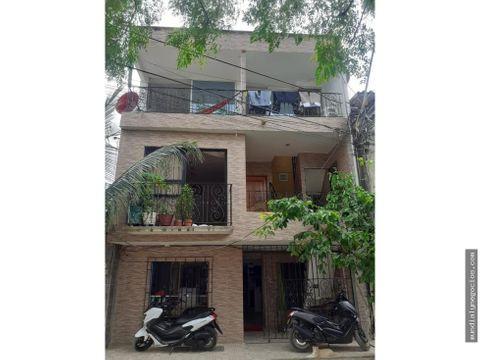 se vende edificio en apartado con 3 apartamentos muy amplios or006