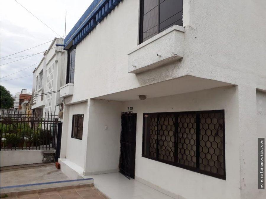 espectacular casa esquinera con apartamento