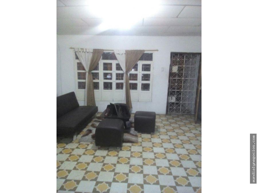 casa en venta consta de tres aparta estudios con entrada independiente