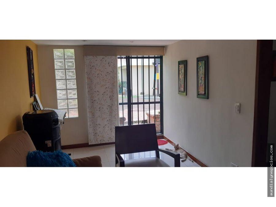 increible casa en venta en condominio cerrado en el barrio la flora
