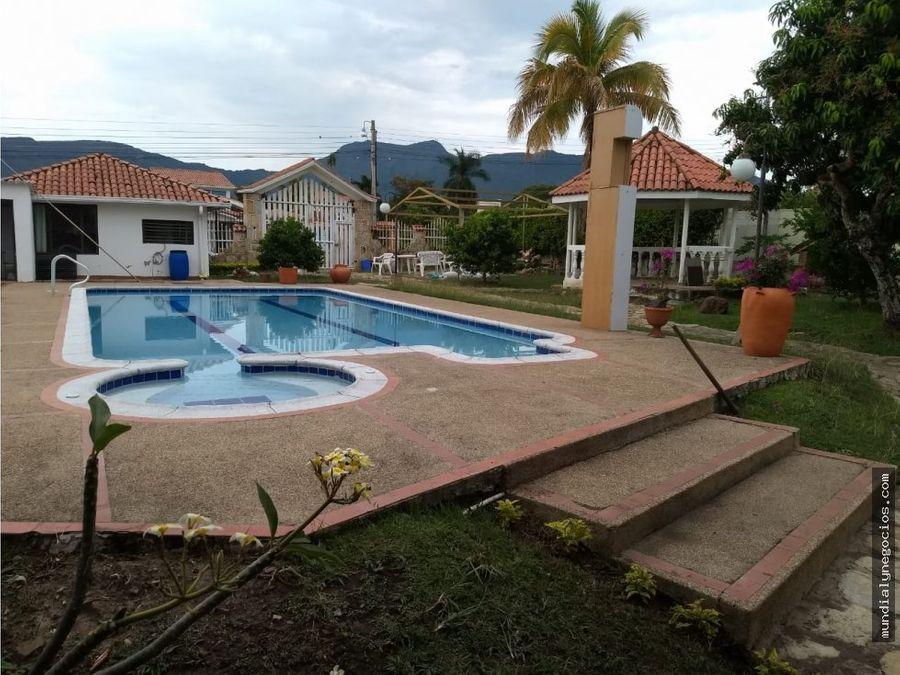 espectacular casa quinta en el mejor condominio de chinauta cmarca