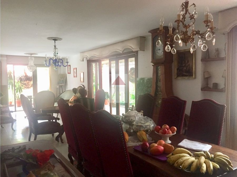 venta de casa de dos niveles sector de la tomatera