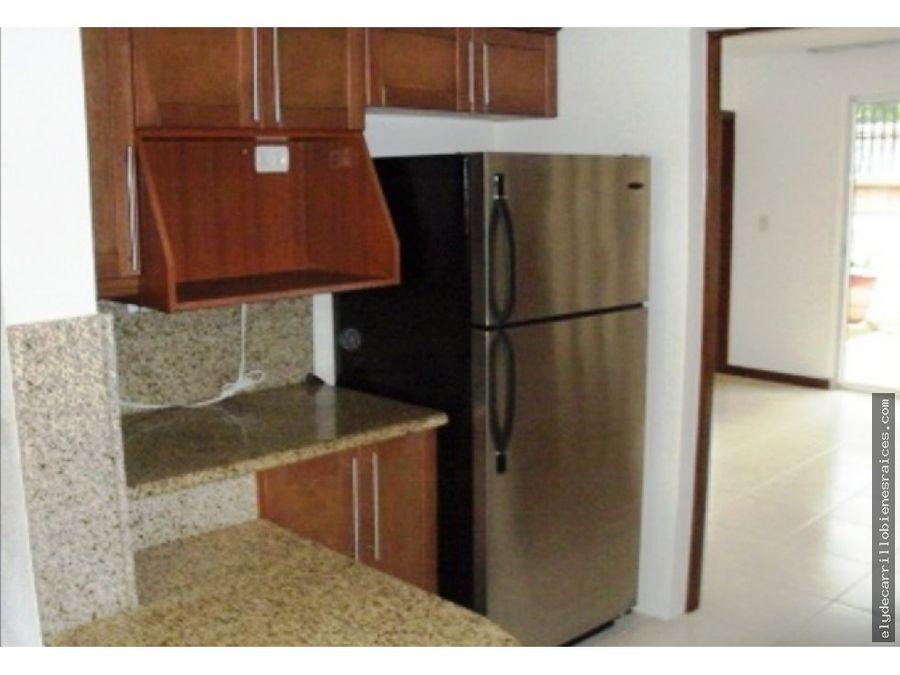 casa en alquiler en zona 14 en condominio