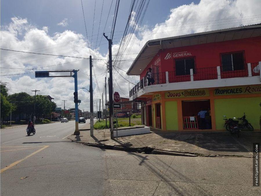 plaza con 14 locales en puerto barrios