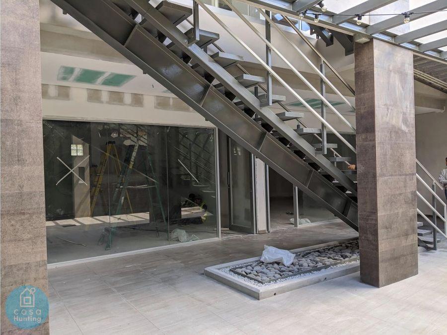 local en plaza ciudad nueva 110 m2