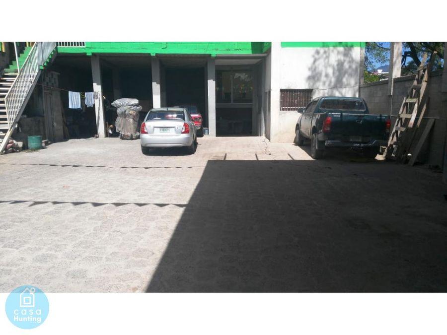 alquiler de bodega con amplio estacionamiento