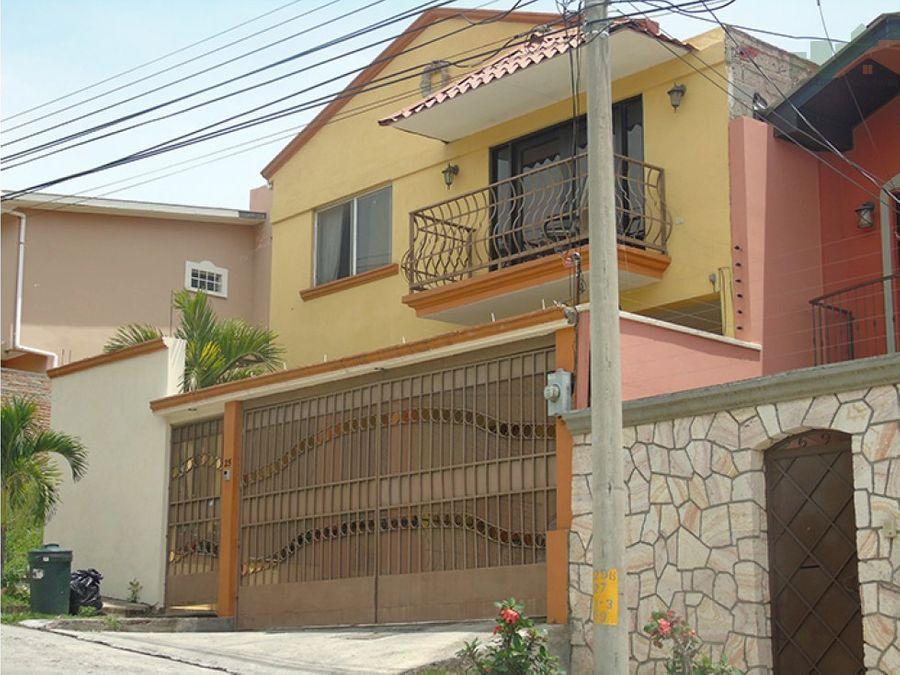 espectacular casa en venta en residencial las uvas