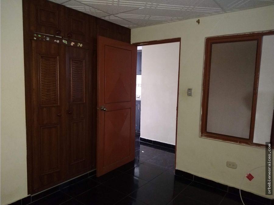vendo casa de tres pisos independientes en el sector de perla del sur
