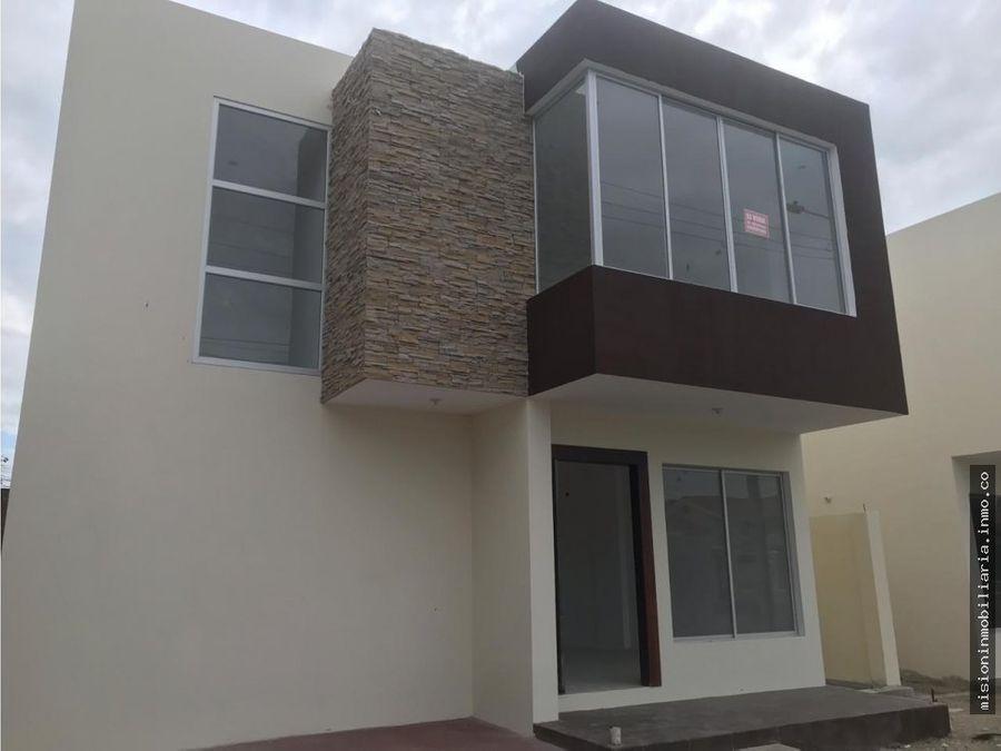se venden casas en urbanizacion manta 2000