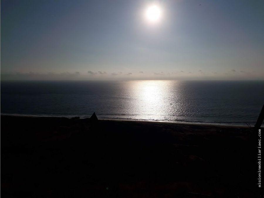 se vende 2 hectareas playa santa marianita manta