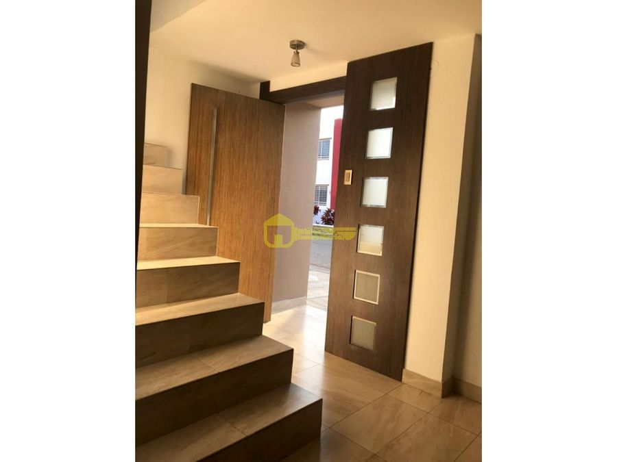 casa en renta de 3 habitaciones en urb privada