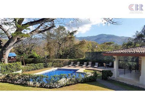 casa en santa ana with great ammenities
