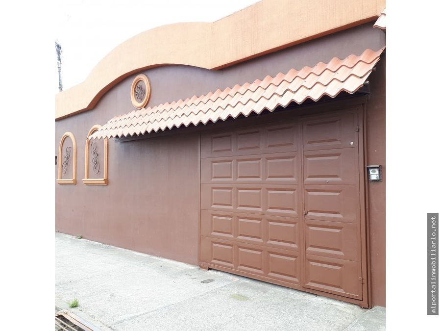 se vende amplia casa en san isidro de coronado