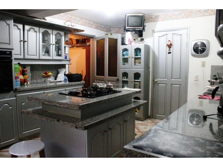 casa bifamiliar en primer piso para la venta