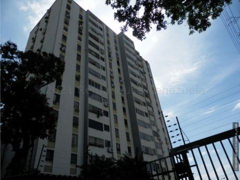 comodo apartamento en alquiler en el este 21 13933 rj