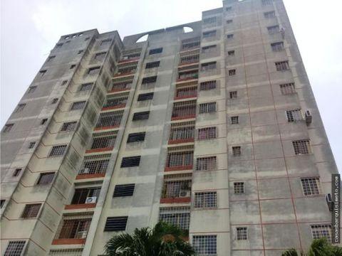 comodo apartamento en alquiler en el este 21 4433 rj