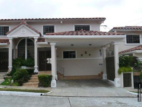 se vende casa en corona gardens betania 3878rc