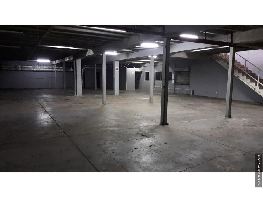 alquilo galera con amplio patio 4873jd